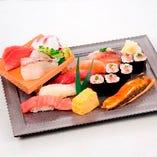 刺身とにぎりの乗った贅沢な『魚がし盛り』