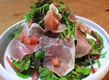旬の新鮮野菜が中心の美味しい料理
