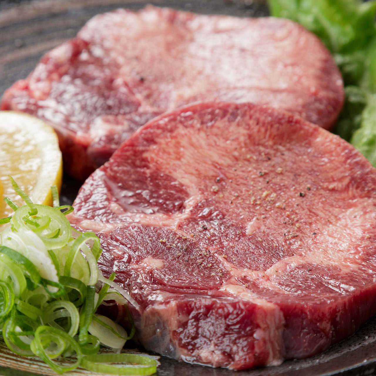自家製たれで堪能する極上肉の数々