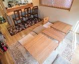 カウンター席が3席と、最大6名まで利用できるテーブル席が1卓。