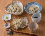 蕎麦メニューは、産地が異なる冷たい蕎麦3種のセットが定番。