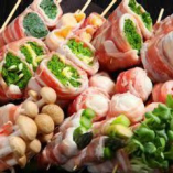 博多名物!豚巻き野菜串。1本づつ丁寧に串打ちします。