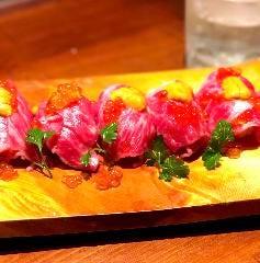 【限定】ウニと霜降り国産牛の炙り肉寿司