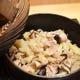 滝川伝統のとり釜めし。 南部鉄の釜でじっくり炊き上げます。
