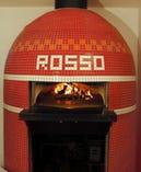 お店にはいるとまず目にはいる 赤い大きな窯!