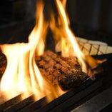 塊肉を豪快に焼き上げる!!これぞ肉バル310の超人気メニュー!