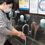 入口には手洗い用の水道を設置!感染症対策を万全に営業中