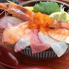 【お昼10食・夜10食限定!】豪快!はみ出し海鮮丼