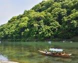 保津川と嵐山を望む好立地で、渡月橋、嵯峨野竹林などへ徒歩圏内