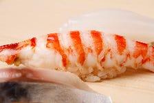 丁寧に手当した地魚を鮨に仕立てる