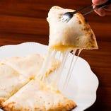 チーズナンはチーズがたっぷり!