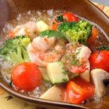エビとたっぷり野菜のガーリックシュリンプ。ハワイの定番料理♪