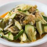 冷菜の定番『ザーサイと胡瓜の和え物』はさっぱりとした味わいで箸休めとしても◎