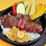 確かな目で厳選した国産牛や神戸ポークなどを、ジューシーなハンバーグやステーキなどでご提供。