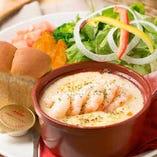 夏はサルサソースで食べる野菜スティック、冬はほっこり温まるグラタンなど、季節限定メニューもお見逃しなく★