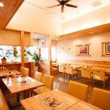 明るく開放的な店内は、各種宴会や女子会、ご家族でのお食事など、様々なシーンでご利用いただけます。