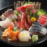 【豊洲直送】 旬の旨味たっぷりの『鮮魚の盛り合わせ』は必食!
