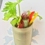落ち着いた雰囲気の中、美味しいお酒と野菜中心のお料理を