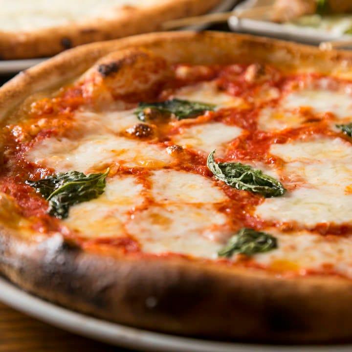 ナポリ仕立ての手作りピッツァ