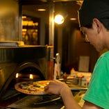 大きさに驚き!自慢のピッツァ 専用釜で焼き上げます