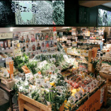 お店の前は滋賀県農産物・特産品直売所「近江の駅」