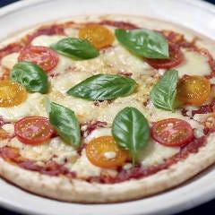 桃太郎トマトとルッコラのチーズたっぷりマルゲリータ