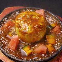 ふわとろ比良利助卵の鉄板スフレオムレツ 里芋と桃太郎トマトのソース
