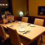 開放的な空間でゆったりとしたひと時を過ごせる『テーブル席』