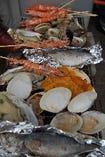 新鮮な魚介類の海鮮セルフ焼き食べ放題