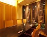 上質な店内は個室とバーの2空間 個室は6名様迄と8名様迄の2室
