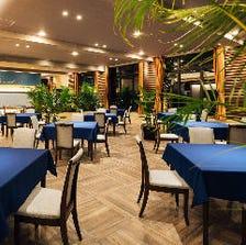 海が見えるレストランで優雅なひと時
