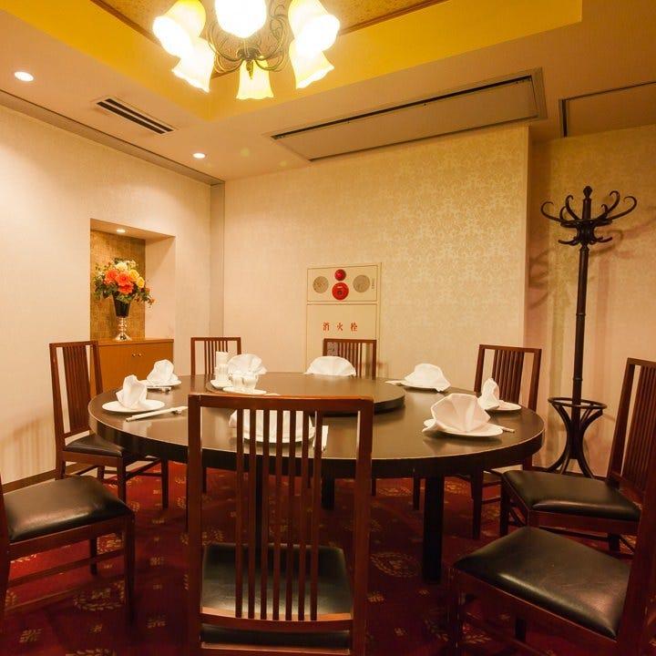 優雅な雰囲気の円卓個室は、大小5つの個室をご用意しています
