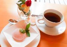 ハンドドリップのホットコーヒー