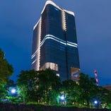 皇居の横にそびえ立つ、東京ミッドタウン日比谷です。こちらの7階に日本料理 龍吟がございます。
