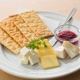 【チーズ】チーズの3種盛り…890円(税抜)
