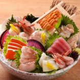 【刺身】大漁刺身盛り〈4~5人前向け〉…4,990円(税抜)