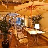 9階テラス席では夜景も楽しめる雰囲気抜群の空間