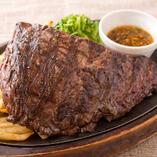 ◆ステーキ◆ 中に旨味を閉じ込めてジューシーに焼き上げる
