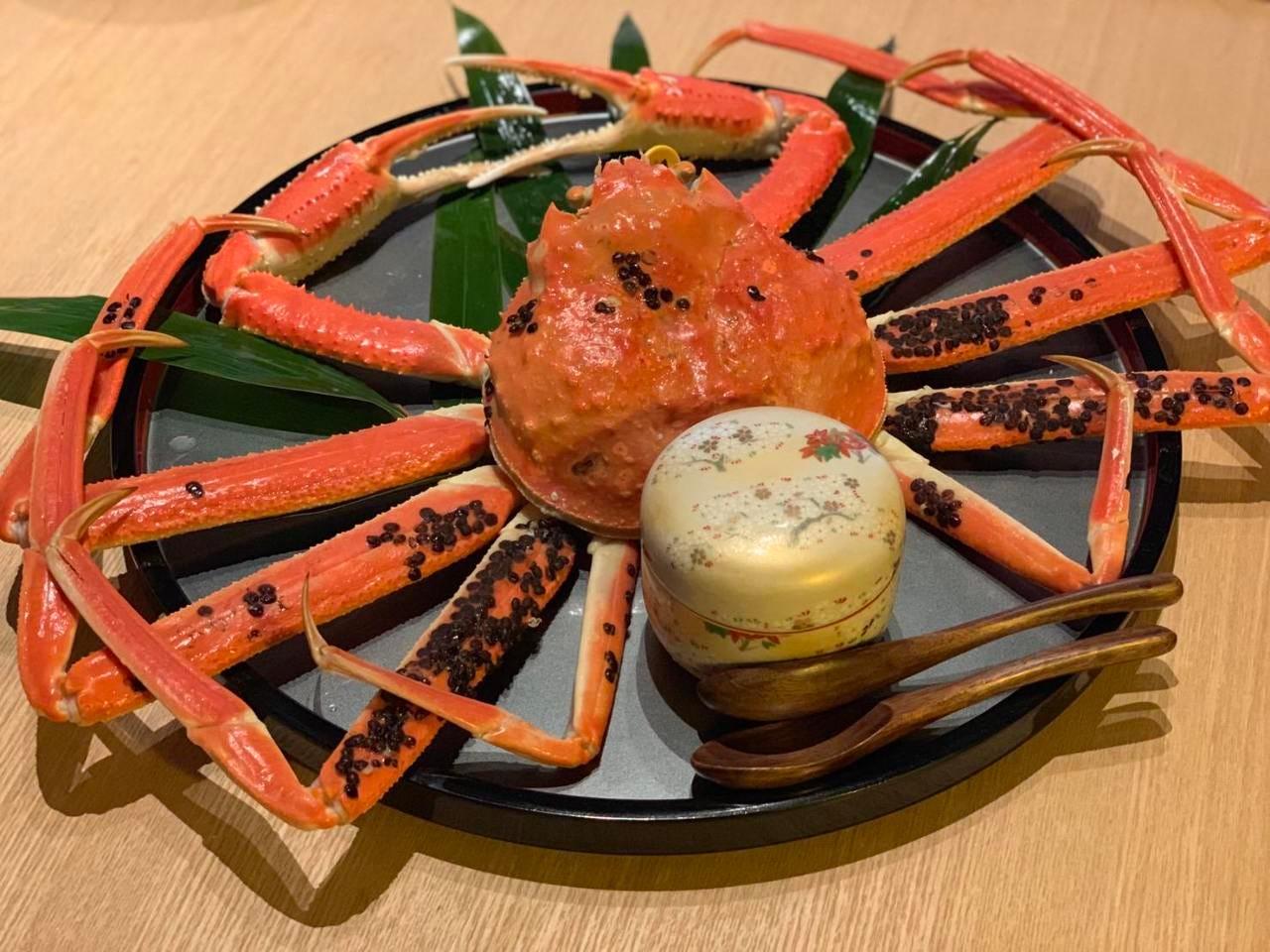 【秋の極上カニ】黄金ガニ(お1人様半身)+ 福井の味覚食べ尽くしコース 15,400円