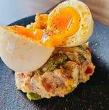 コンビーフと半熟卵のスペイン風ポテサラ
