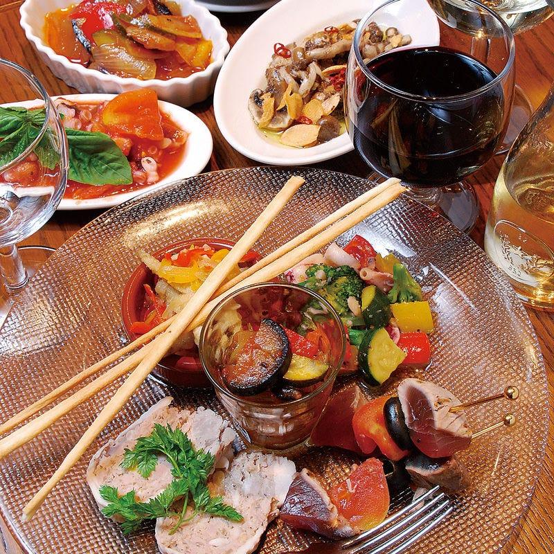 種類豊富な前菜、コースやガッツリお食事と楽しくお食事頂けます