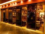 イタリアのワイン食堂の雰囲気をお楽しみください