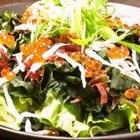 人気の海鮮サラダ