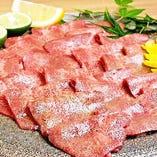 肉料理の数々☆ お好きな和食料理と一緒に美味しくどうぞ!