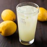 フレッシュなレモンの風味を堪能できる「レモンサワー オリジナル」