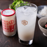 酒粕の香りと炭酸が相性抜群の逸品「オリジナル甘酒サワー」