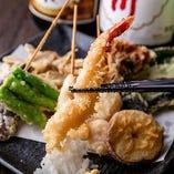 サクッとした歯ごたえと素材の旨味が楽しめる名物「天ぷら」