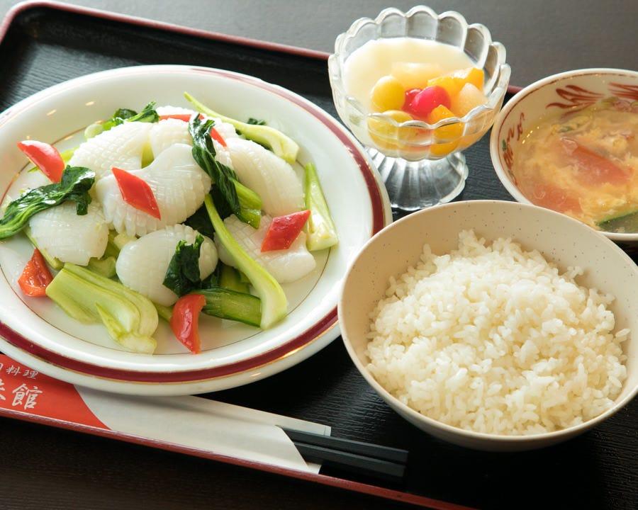 ランチは11:00~15:00 大人気の中華定食をどうぞ♪