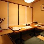 畳敷きで落ち着いた雰囲気の2F掘りごたつ個室
