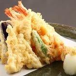 酒宴とそばに欠かせない天ぷら盛合せ